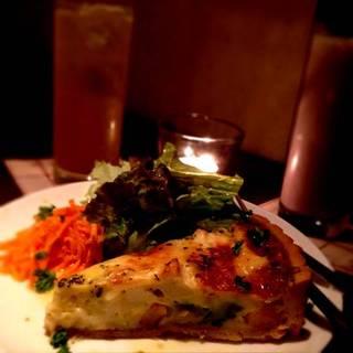 海老とアボカド、仙波豆腐のキッシュ