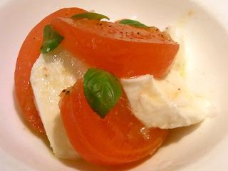 手作りモッツアレラチーズとフルーツトマトのカプレーゼ