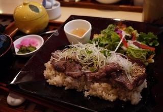 玄米ご飯の牛タンセット