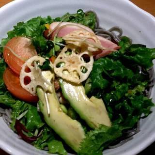 彩々野菜のそばサラダ